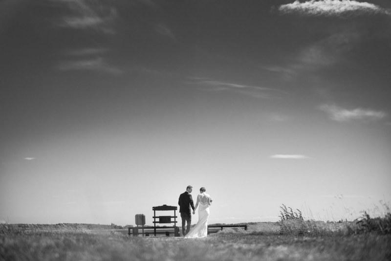 Brudepar ved stranden